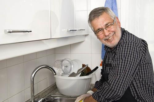 Xabier P. Docampo na pía da cociña. ANDREA COSTAS