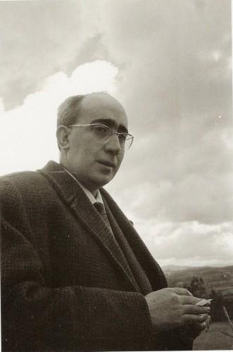 O poeta Antonio Tovar Bobillo retratado por Eduardo Blanco Amor en Castro de Beiro na década do 1960.