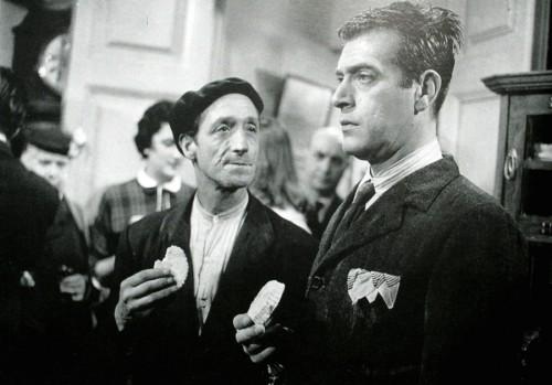 """Eumedre, no centro, con Antonio Casal, actor na película """"Camarote de lujo"""" (Rafael Gil, 1957)."""